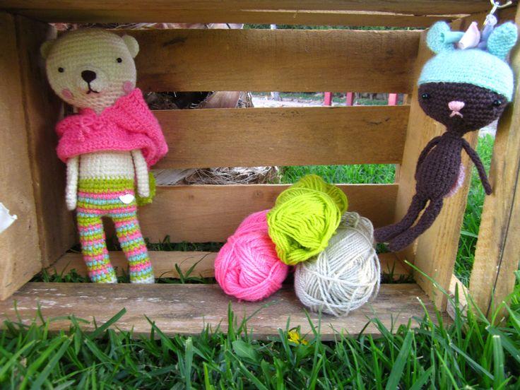 Llavero Coco Amigurumi $3.500. Atras Mila la osita Amigurumi con su capuchita $7.500. adorables regalos hechos con amor.