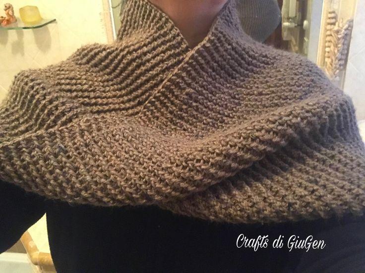 Crochet Möbius seamless infinity scarf/shrug.   Scalda spalle Mobius infinito lavorato all'uncinetto  senza cucitura.
