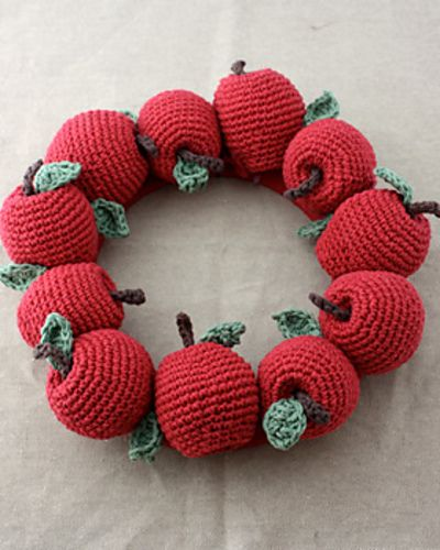 Apple Wreath by Lily / Sugar'n Cream on Ravelry.  This pattern is available for free.
