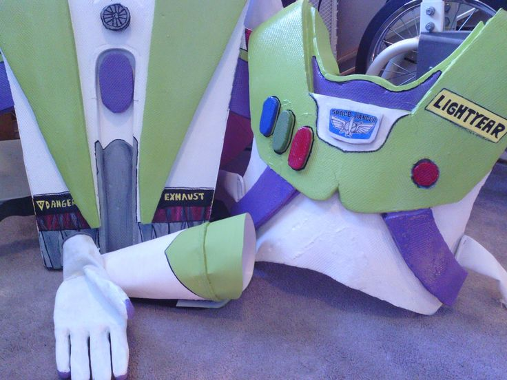 Lillian the Domestic Engineer. Blogspot.ca: BUZZ LIGHTYEAR Costume DIY