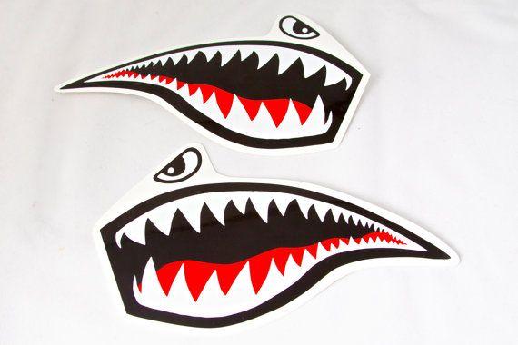 Avión de combate Tiger Shark Roller Derby casco etiqueta