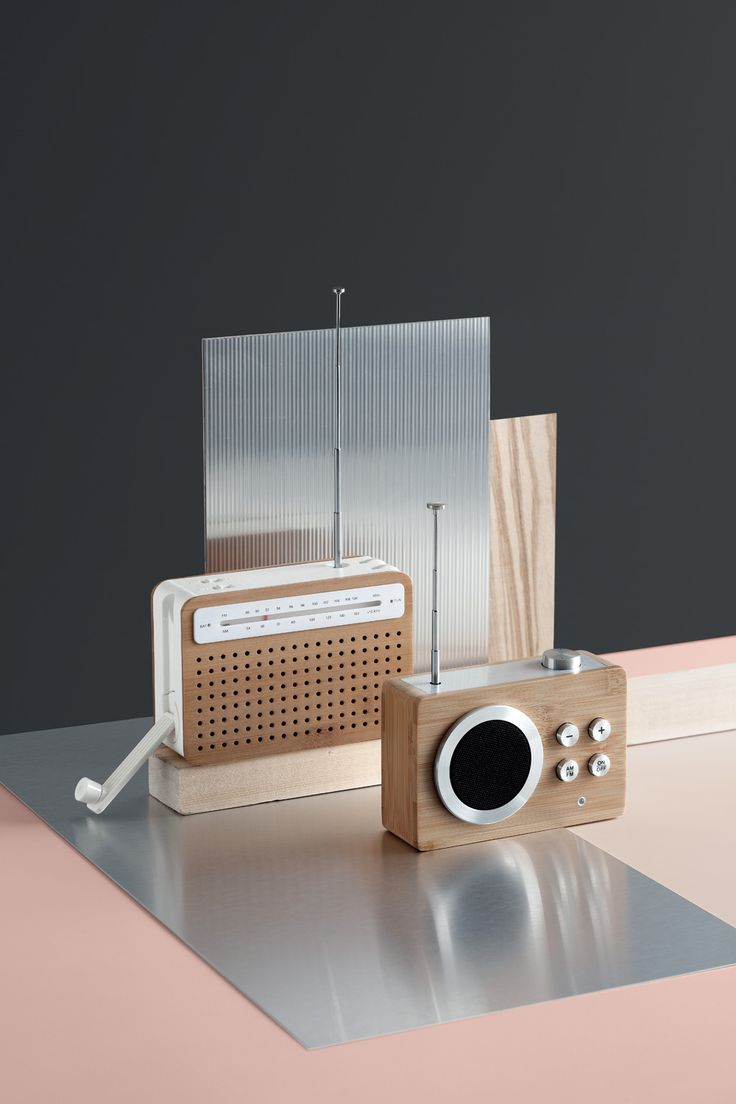 Lexon - SAFE radio dynamo, design Pierre Garner & Elise Berthier - MINI DOLMEN radio, design Lexon Studio