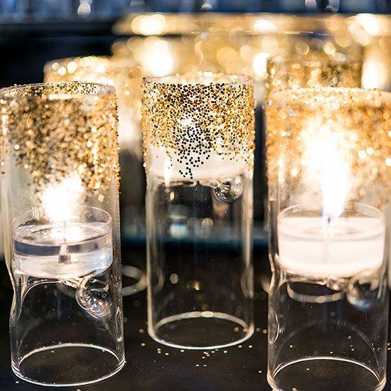 Create una decoración vinatge Art Deco para tu boda inspirada en luminarias decoradas con escarcha o brillantina. #CentrosDeMesa