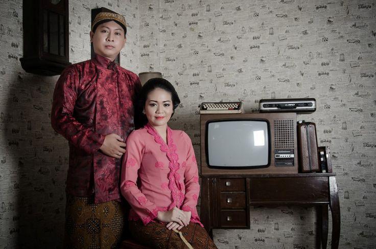 Dengan didukung makeup, pakaian, serta lokasi yang pas konsep foto prewedding vintage Tempo Doeloe mulai banyak diminati kembali