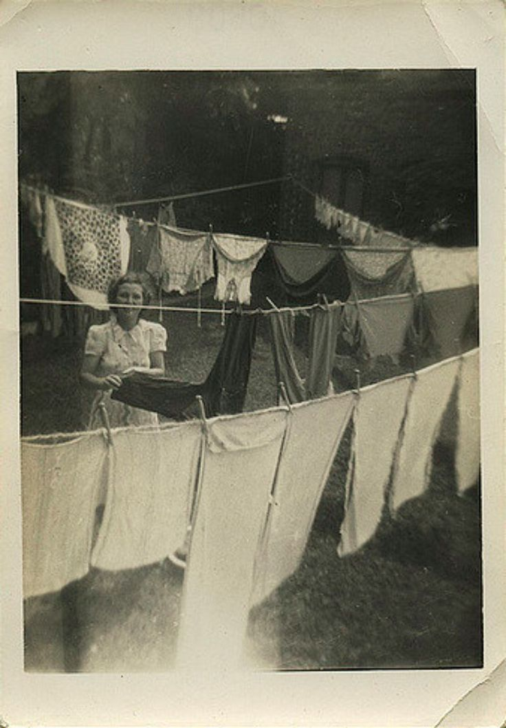Laundry Day – 26 Interesting and Funny Candid Snapshots of People Drying Their Clothes in the 1940s and '50s