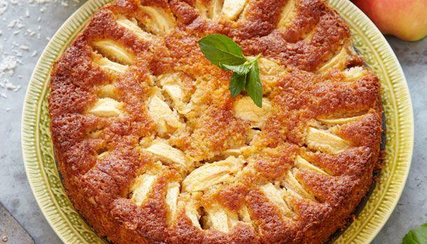 En glutenfri æblekage kan man aldrig gå fejl af, især ikke når den er nem at bage. Hvedemelet er udskiftet med kartoffel- og mandelmel så alle kan være med.