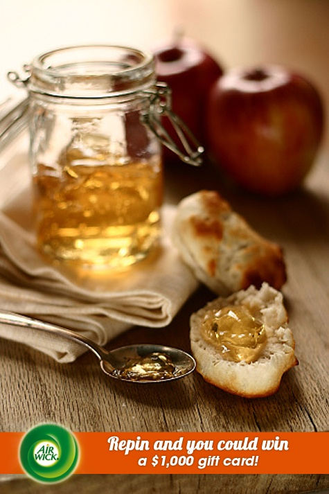 Delicious homemade #apple marmalade paired with warm freshly baked bread.