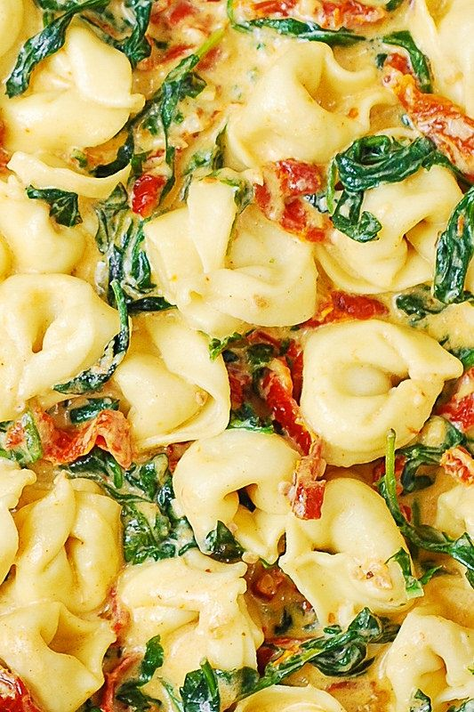 Creamy Mozzarella Sun-Dried Tomato Basil Spinach Tortellini  As if that wasn't a mouth full!! lol I'll be making this tonight! ❤️️