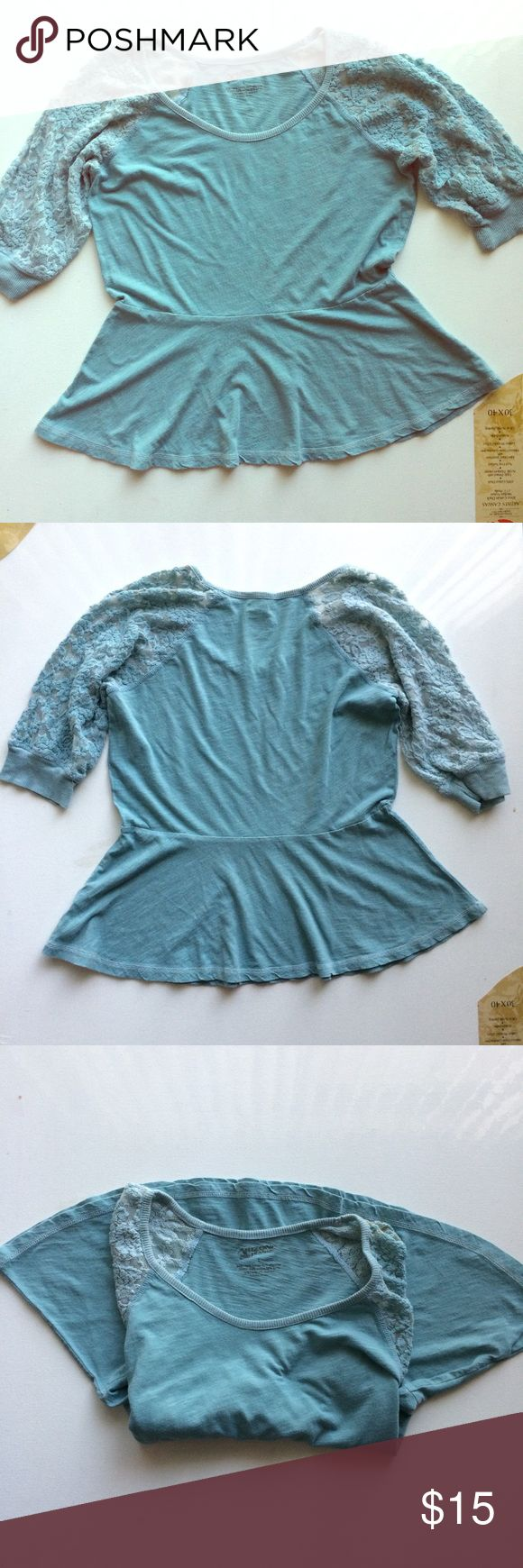 Arizona Jeans Top Size Large Sky Blue Lace sleeves Arizona Jeans Co. Sky blue pellum top with lace sleeves. Size large. Loved in great condition. Body 60% cotton and 40% polyester. Elbow length Lace sleeves are 54% cotton and 32% rayon. Arizona Jean Company Tops Tees - Short Sleeve