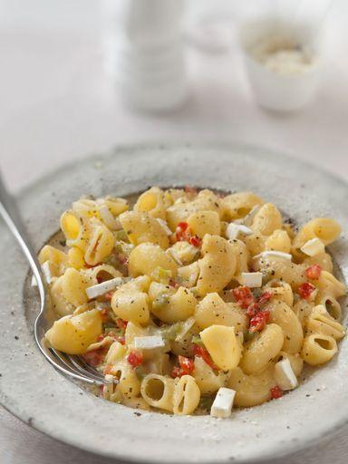 poivre, poivron rouge, crême fraîche, huile d'olive, chèvre, pâtes, sel, herbes de provence
