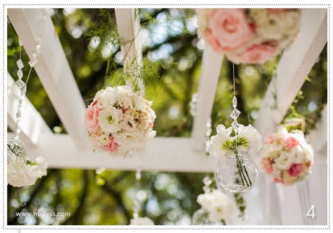 Decoração cerimônia ao ar livre, lisianthus branco e rosa e Gipsofila (mosquitinho) - Lilac Flores e Decorações.
