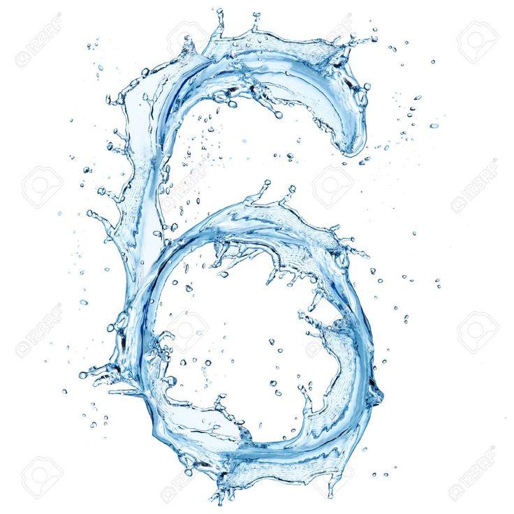 Número seis (6) formado con agua. Efecto de salpicadura de agua. Fondo blanco.