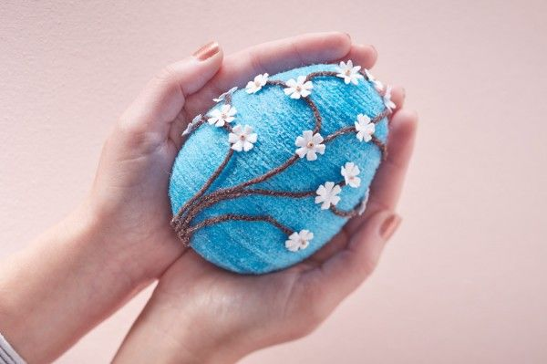 How to Make a Wool Wrapped Egg #wool #wrapped #egg #easter #alternative #decoration #floral #spring #mache