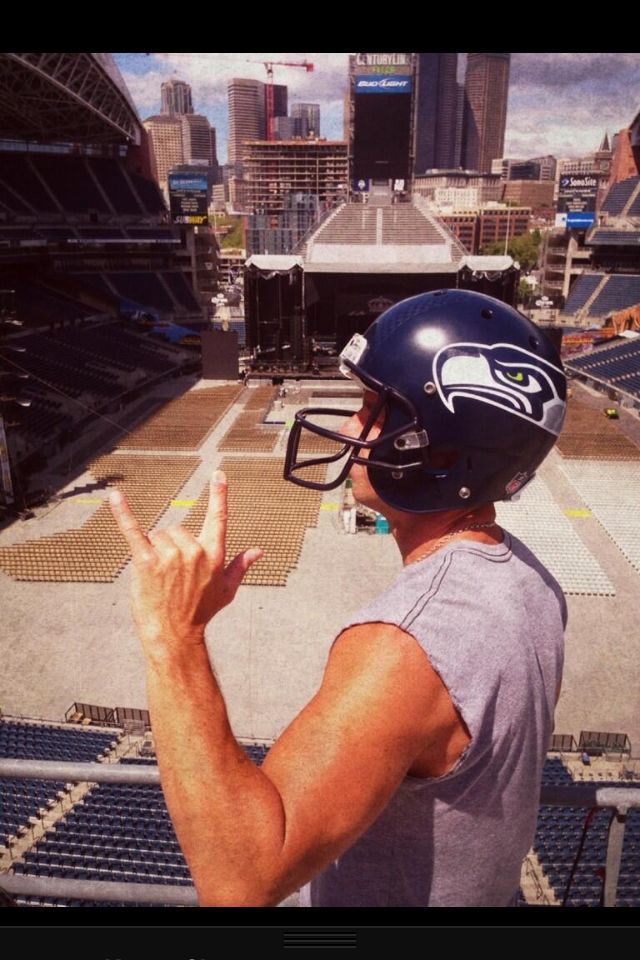 Kenny Chesney loves the Seahawks!  He worked out with the team before his concert here in Seattle 2013.