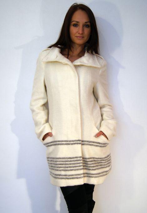 Bílý stylový kabát
