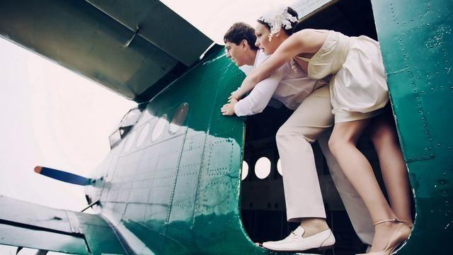 Casamento diferente com paraquedas: O que você acha da ideia de casar pulando de paraquedas? | Parachute wedding! definitely a different wedding!
