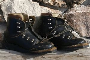 Old School Square Toe Leather Lace Up Ski Boots