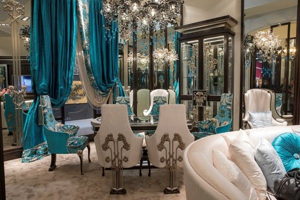 В рамках  выставки iSaloni команда российского художника по интерьерам Марины Путиловской представила всему миру свой стенд с капсульной коллекцией мебели, света и тканей в стиле New Liberty.