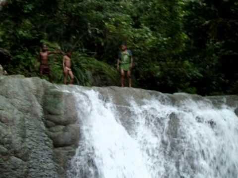 Air Terjun Wafsarak Kealamian yang Terjaga di Papua Barat - Papua Barat