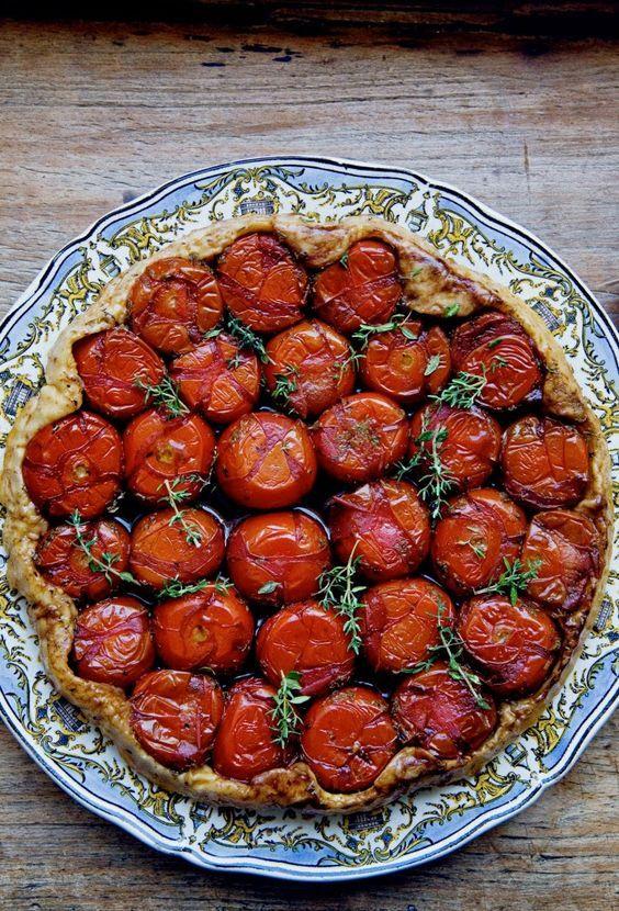 Tatin de petites tomates du jardin parfumées au thym - Mimi Thorisson