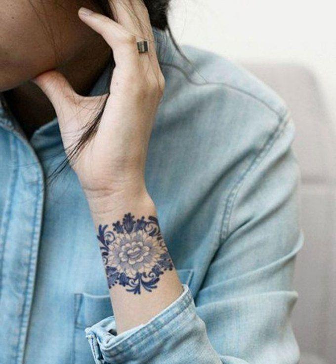 Idées de tatouages pour le poignet  une fleur vintage