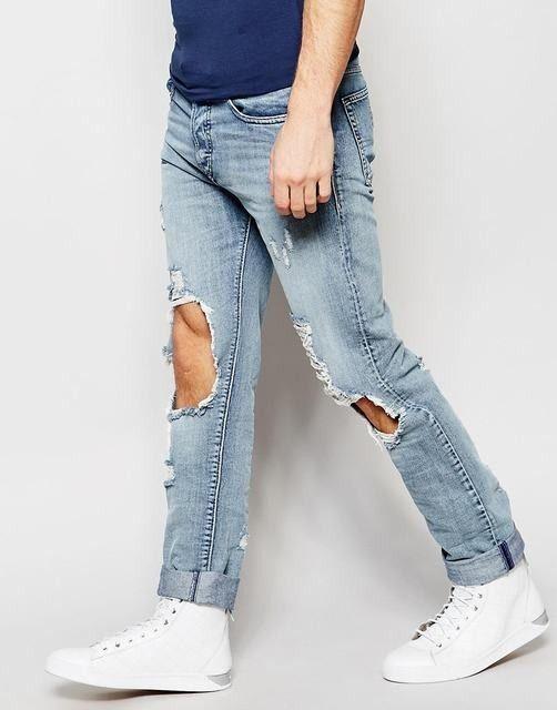 Cuando salgas a dar un paseo con tus amigos lo puedes utilizar, jean para caballero estilo  rasgado en rodillas, color claro talla 28-38 Precio  $ 80.000
