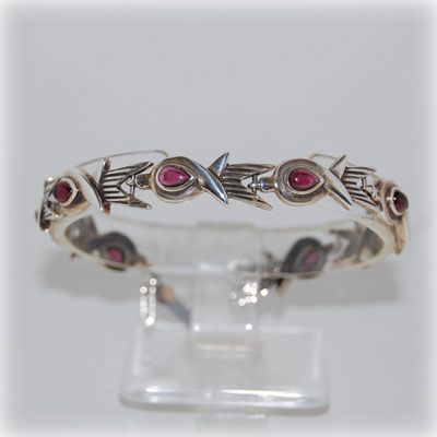"Cute ""swallows"" with garnet drops bracelet !  Entirely handmade in our workshop."