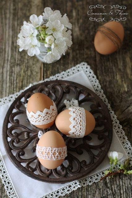 Barvanje velikonočnih jajc / Easter eggs dying