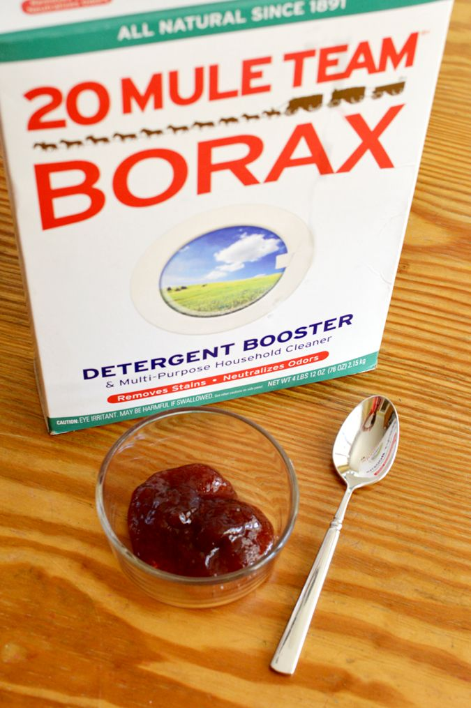 Crazy Fast Ant Killer Recipe -- she just mixe Borax with strawberry jam, spooned the mixture into jar covers and set them out!