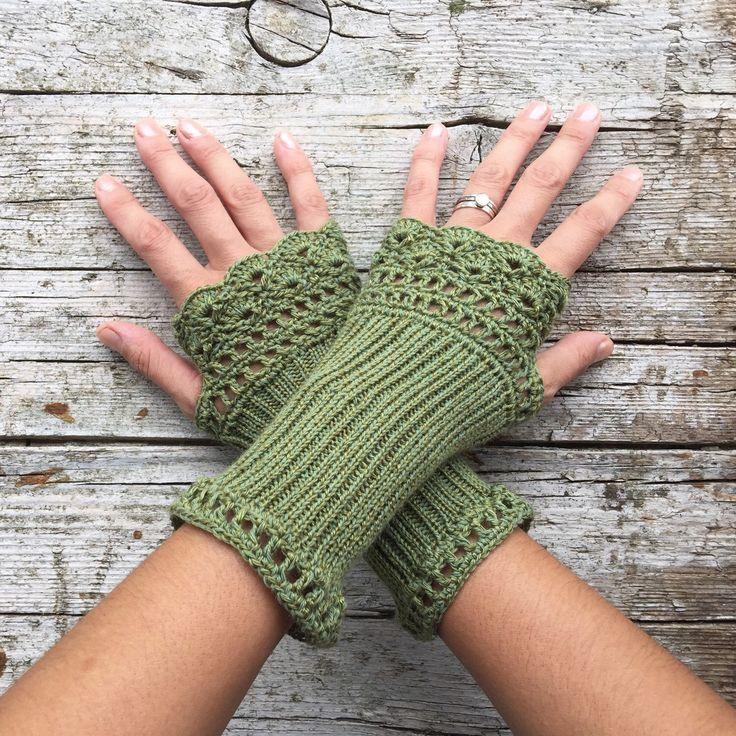 "Cotton Fingerless Gloves  "" Lacy Style""  -   50 % Cotton - 50  Acrylic - Green di HandMadeInItaly su Etsy https://www.etsy.com/it/listing/245298025/cotton-fingerless-gloves-lacy-style-50"