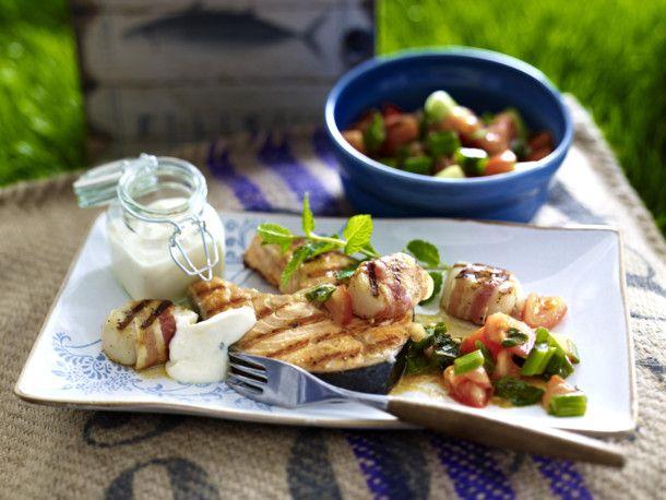 Unser beliebtes Rezept für Lachskoteletts & Jakobsmuscheln mit Tomaten-Minz-Salat und mehr als 55.000 weitere kostenlose Rezepte auf LECKER.de.