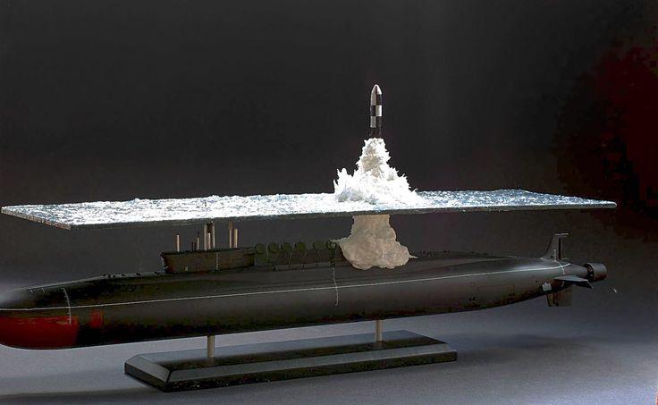 Modelo Diorama em escala1/350 do subYury Dolgorukiyno momento exato do lançamento de um míssil O nome meio cafonitcha não faz justiça ao que, de fato, um diorama é. Tem uma cidade em Goiás chamada Diorama, masos dioramenses (?) vão ter que esperar outro post porque estenão é sobre e…
