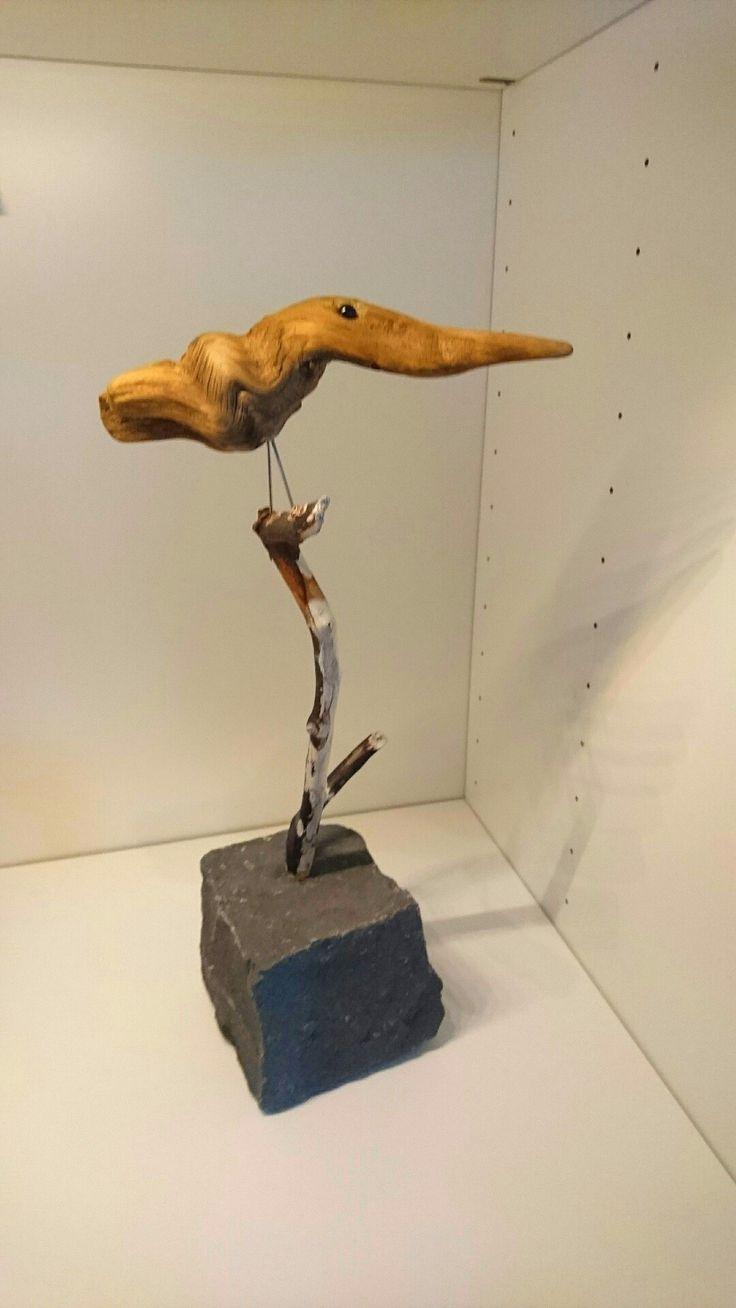 Pippi i drivved på pinne med stenfot.