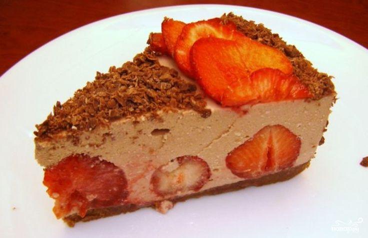 Клубнично-шоколадный торт с творожной прослойкой