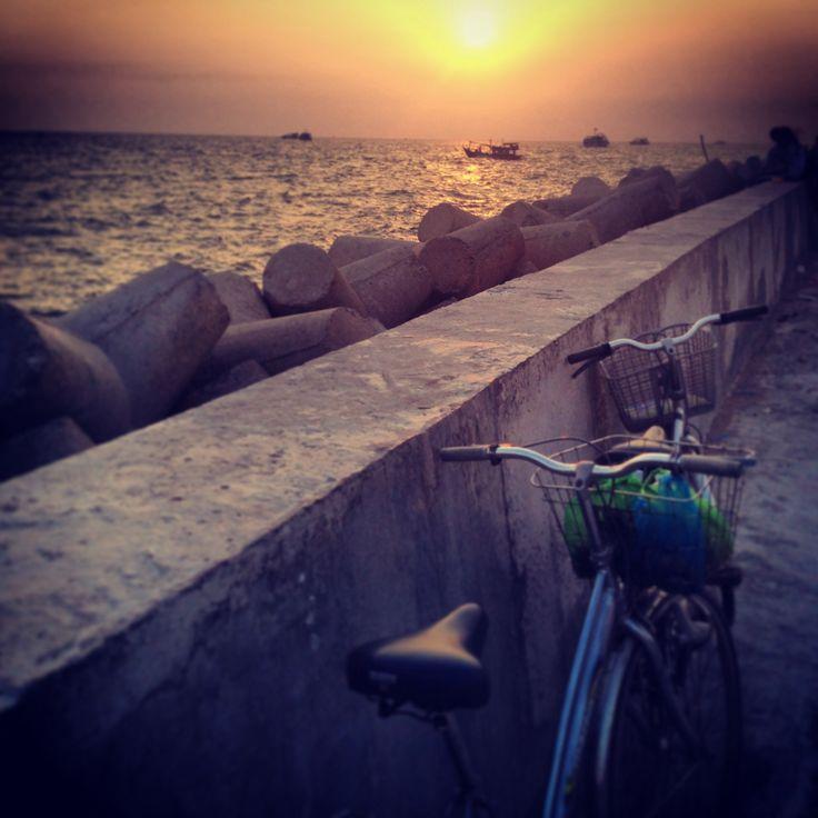 Sunset at pier on Phu Quoc island, Vietnam 2014 photo by: E.R.P. Elschott (Avenue '86 - creative design workshop) #island #vietnam #phuquoc #sunset #pier #holidays #goodtimes