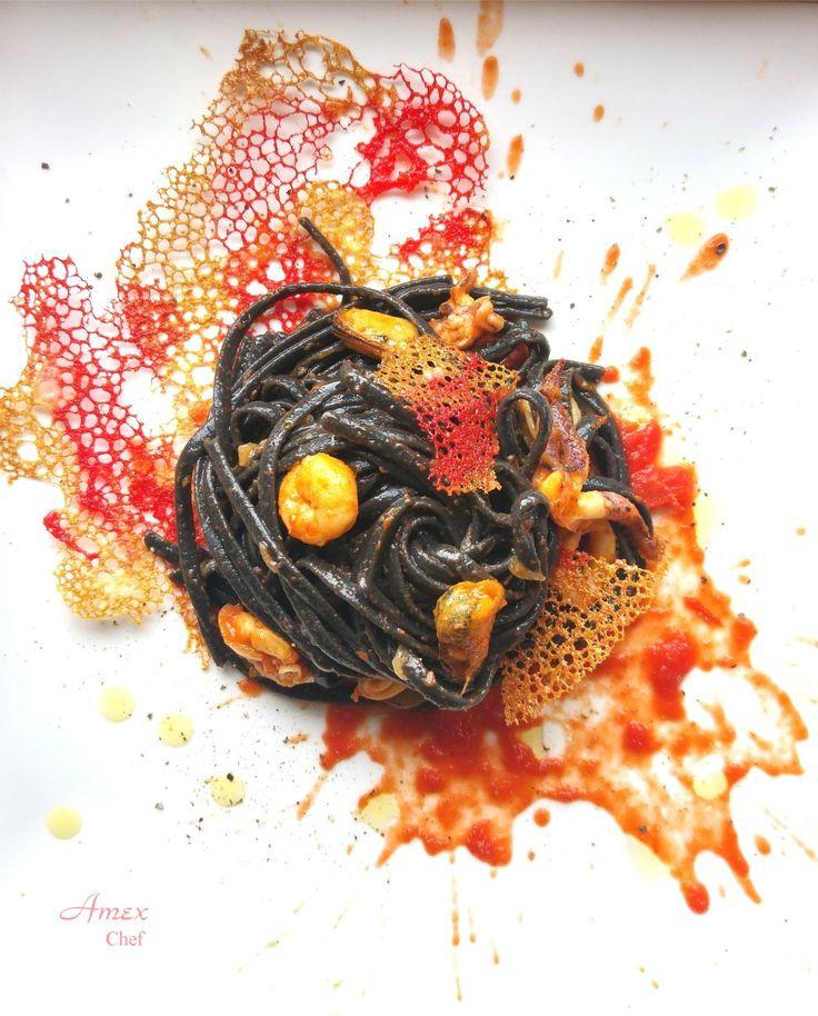 Bavette artigianali al nero di seppia, un po' di pesciolino e corallo al pomodoro e basilico e www.amexchef.com