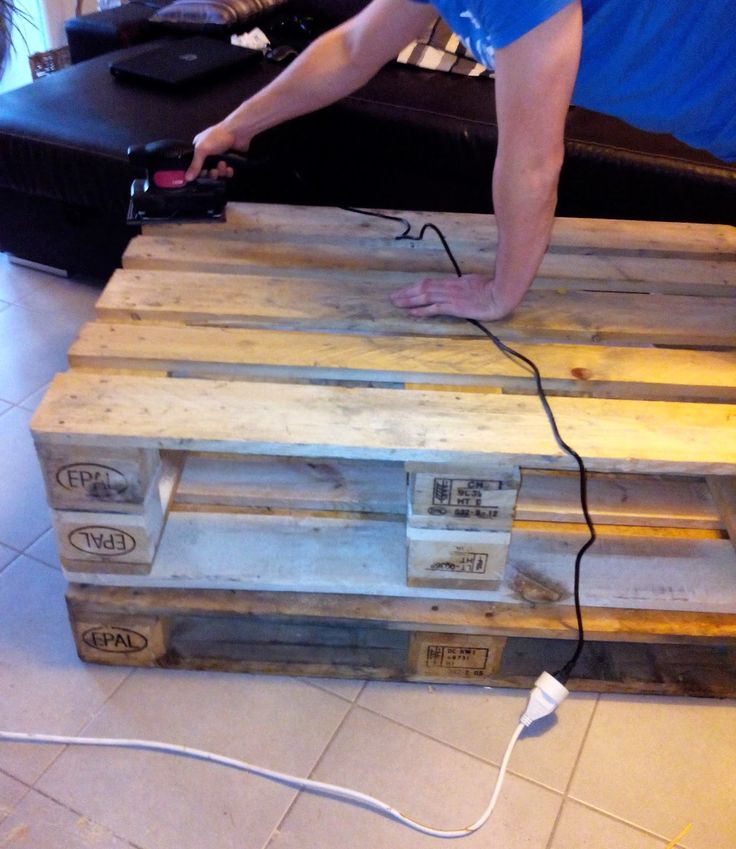 palette, table basse, DIY, lazure, bricolage, bullelodie http://www.bullelodie.com/2015/02/diy-la-table-basse-en-palette.html