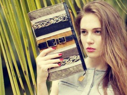 Nicole Lee brand asal L.A memiliki image konsisten akan desain fashion terdepan yang unik dan agresif dengan detail funky yang menciptakan gaya high-end kontemporer untuk wanita yang menghargai fashion lewat koleksi handbags.