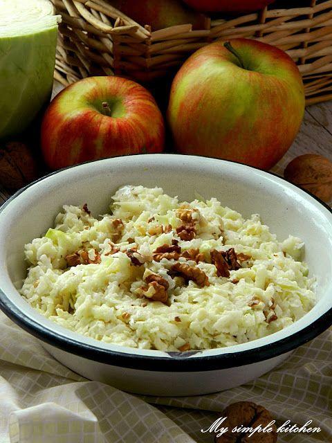 My simple kitchen: Surówka z białej kapusty z jabłkiem i orzechami