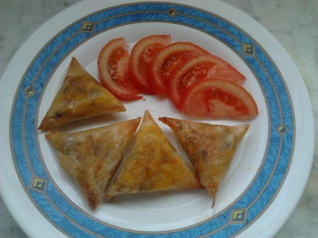 Triángulos de pollo, queso champiñón con pasta  brick