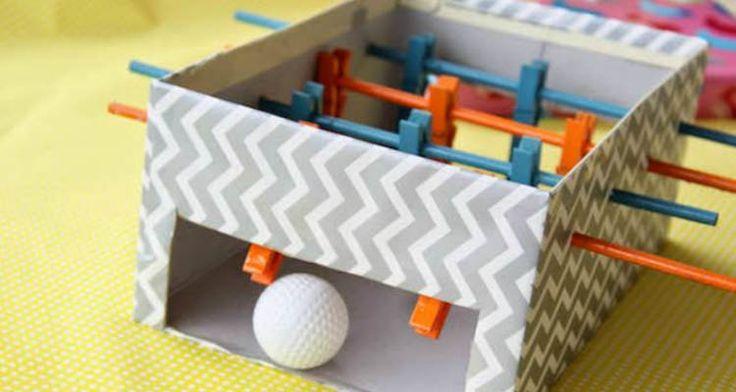We gaan van een schoenendoos een leuk voetbaltafelspel maken. Je kunt dit gebruiken als surprise, maar het is natuurlijk ook erg leuk voor jezelf