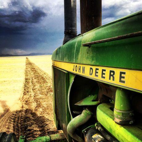 125hp John Deere 4430 John Deere_storm_tractor
