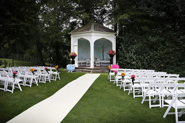 Outdoor wedding ceremony at Wasing Park, Berkshire / nealejames.com