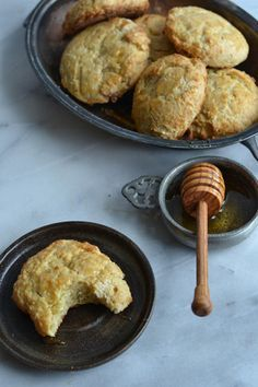 Honey Cakes: An ancient treat, dripping with honey goodness, very easy to make. And addictive. Perfect with afternoon tea. From The Circle of Ceridwen Cookery Book(let) / A Journey though Medieval Life octavia.net