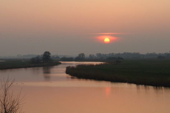 Sonnenuntergang über der Eider zwischen Hamdorf und Breiholz, Kreis Rendsburg-Eckernförde