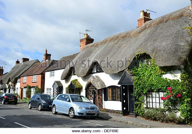 Thatched cottages, Southam Road, Dunchurch, Warwickshire, England, United Kingdom - Stock Image