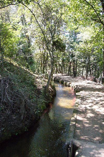 Canal-saint-michel-de-cuxa Guide touristique des Pyrénées-Orientale Languedoc-roussillon