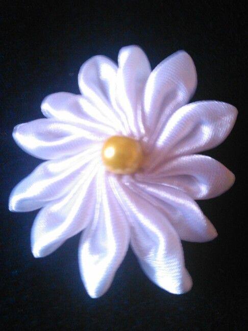 tsumami brooch