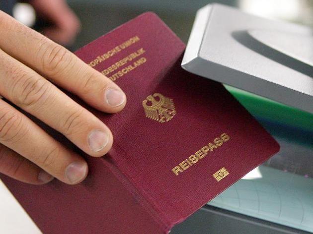 Erst bei der Passkontrolle ist das Missgeschick der Gemeinde aufgefallen