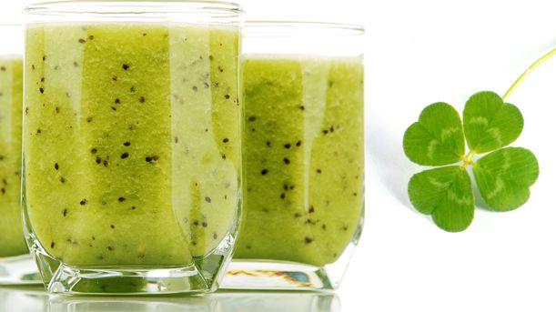 Lucky Green Smoothie - Approx. 300 calories per serving #UWeightLoss